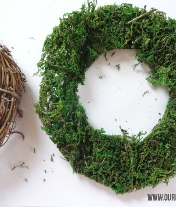 how to make a christmas place card moss wreath, christmas decorations, crafts, seasonal holiday decor, wreaths