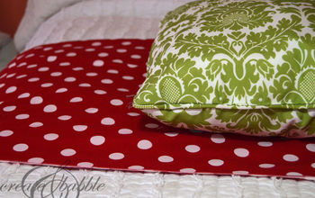 Super Simple Christmas Pillows