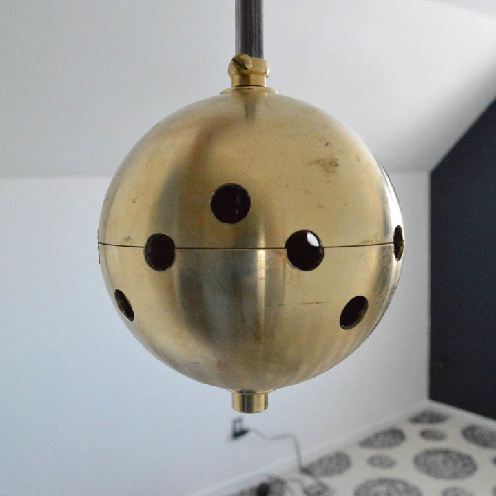 The hub of a Sputnik chandelier.