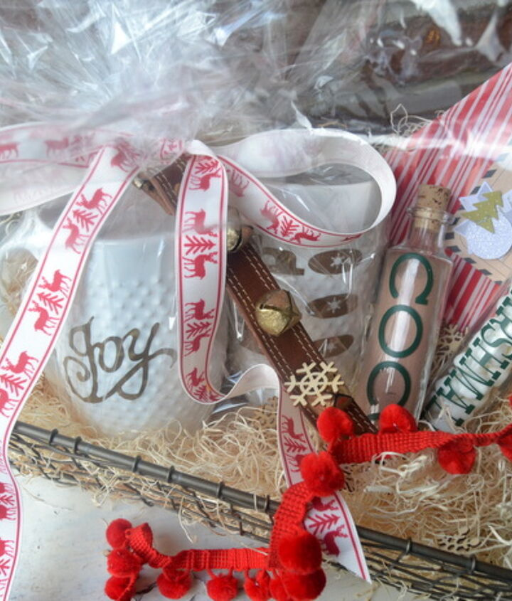 how to make a hot chocolate gift basket for the holidays, christmas decorations, crafts, seasonal holiday decor