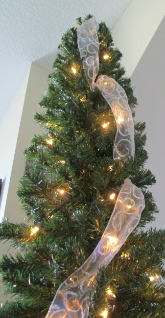 how to hang ribbon on a christmas tree hometalk. Black Bedroom Furniture Sets. Home Design Ideas