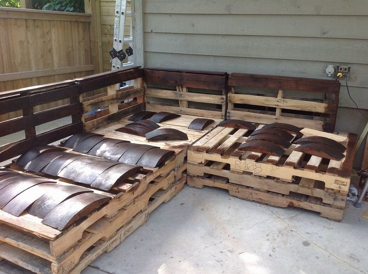 outdoor pallet sectional  diy  outdoor furniture  outdoor living  pallet   reupholster. Outdoor Pallet Sectional   Hometalk
