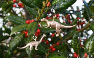 diy gold dinosaur ornaments, christmas decorations, crafts, repurposing upcycling, seasonal holiday decor