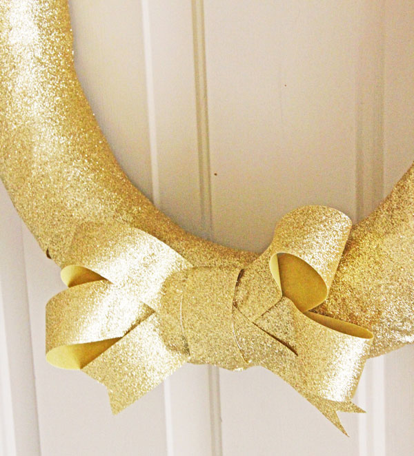 how to make an easy gold glitter wreath, christmas decorations, crafts, seasonal holiday decor, wreaths