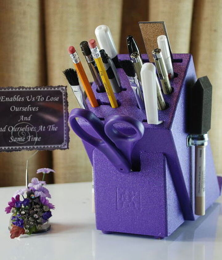 how to make a creative gift using a knife block, christmas decorations, crafts, painting, repurposing upcycling, seasonal holiday decor
