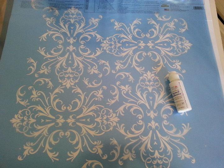 gold stenciled walls