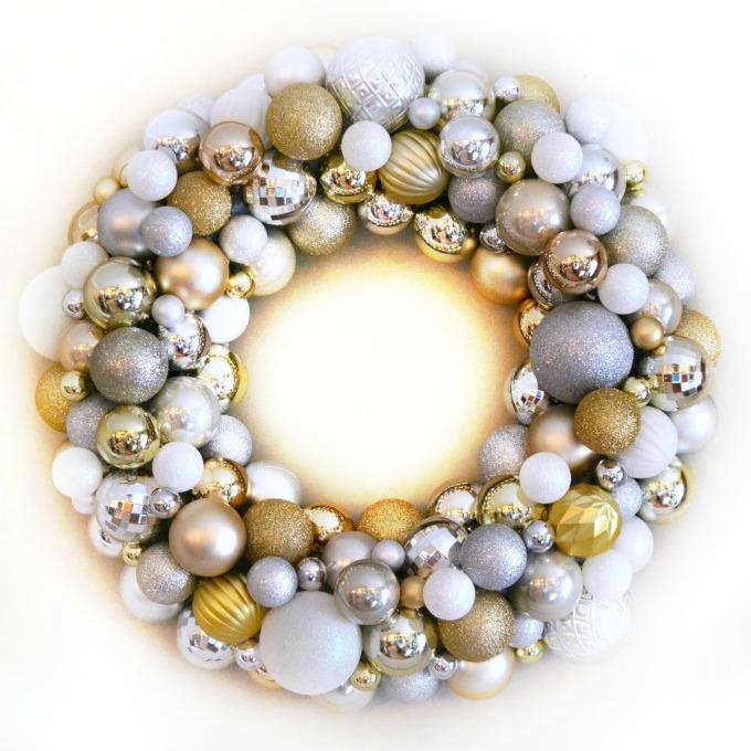 glitzy christmas ornament wreath, christmas decorations, crafts, seasonal holiday decor, wreaths