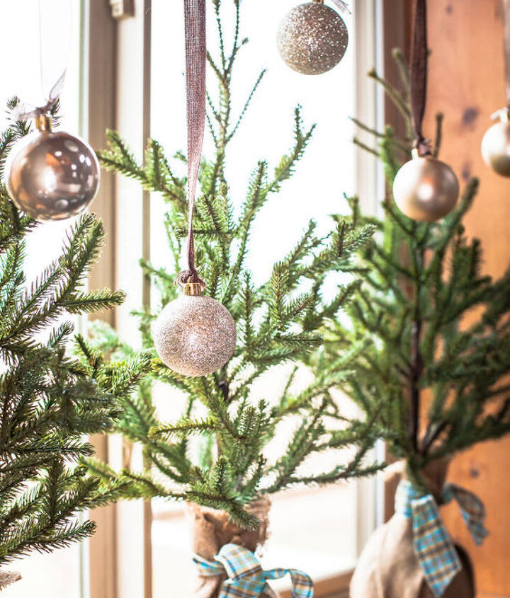 easy christmas kitchen window garland, christmas decorations, crafts, seasonal holiday decor