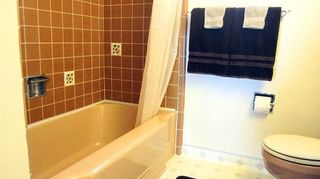 q bathroom deep cleaning time professional cleaners vs homeowners, bathroom ideas, cleaning tips, My Original 1950 s Bathtub still looks gorgeous 1 5 years after spraying with self cleaning coating Self Cleen ST3 fresh coat applied every 6 months Can t beat it