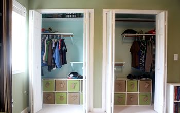 Easy System for Keeping Kids' Clothes in Closet