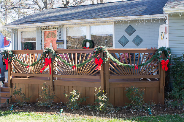 easy christmas outdoor decorations christmas decorations porches repurposing upcycling seasonal holiday decor - Christmas Fence Decorations