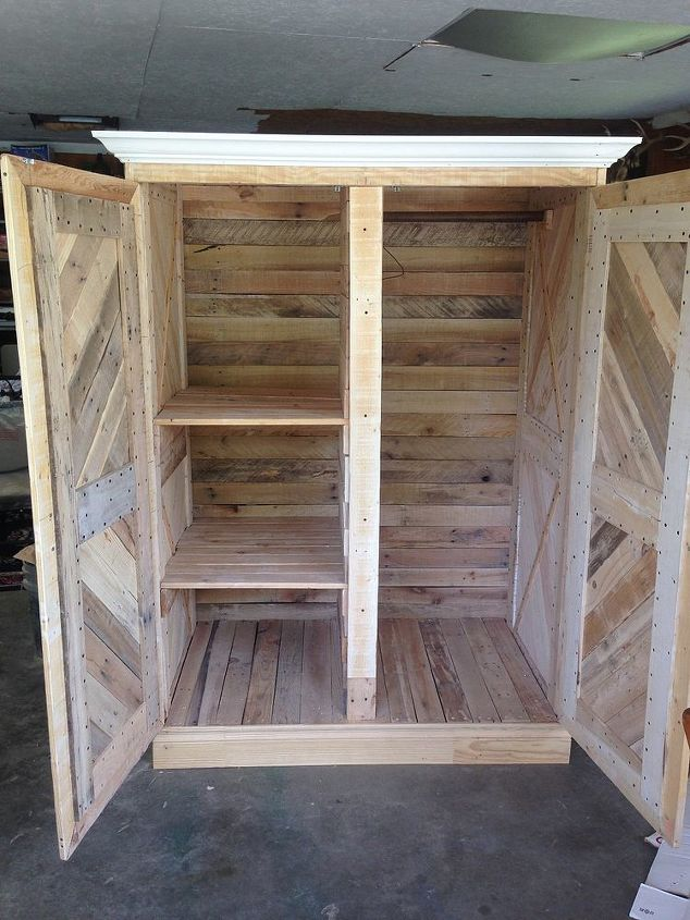 Repurposed pallet wardrobe hometalk for Repurposed pallet projects