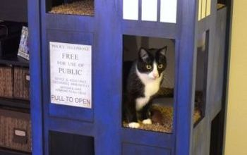Dr. Who Tardis Cat Condo