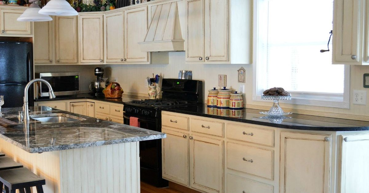 annie sloan kitchen cabinet makeover kitchen makeover using chalk paint by sloan hometalk 10603