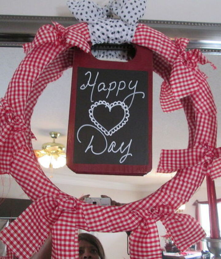 cutting board turned chalk board wreath, chalkboard paint, crafts, repurposing upcycling, seasonal holiday decor, valentines day ideas, wreaths