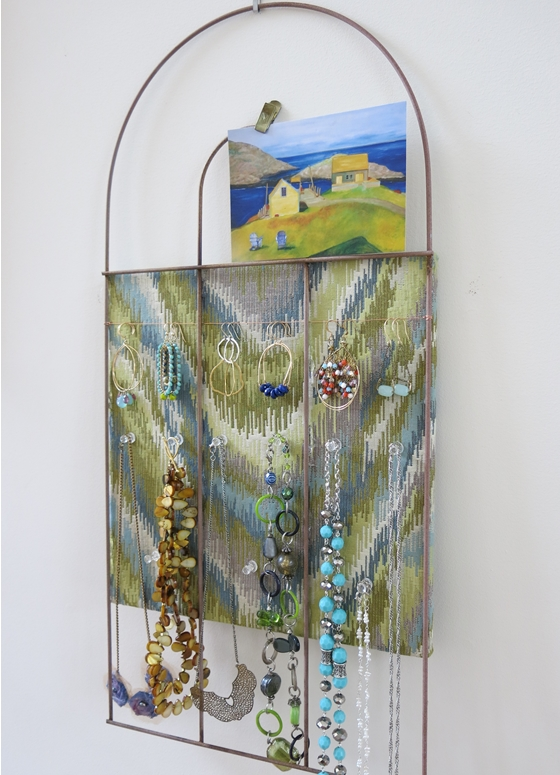 Recycle a Garden Fence Into a Fun Bulletin Board or Jewelry