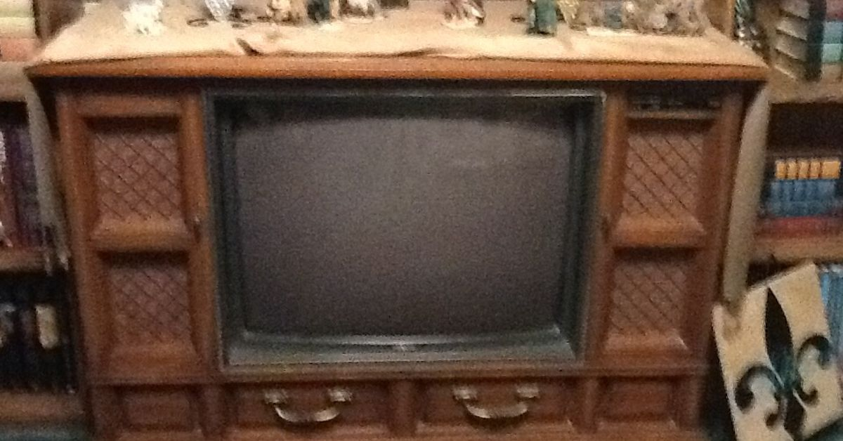 Unique I have an old console TV that doesn't work. I would like to reuse  HG82