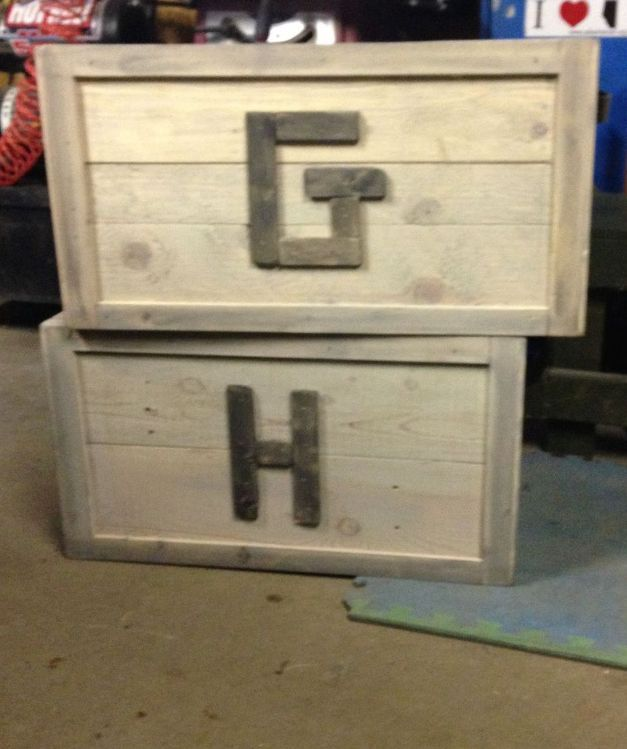 pallet wood toy box upcycle, painted furniture, pallet, repurposing upcycling, woodworking projects