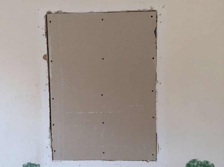 q sheetrock repair, diy, home maintenance repairs, how to, painting, Here is a closer look at it