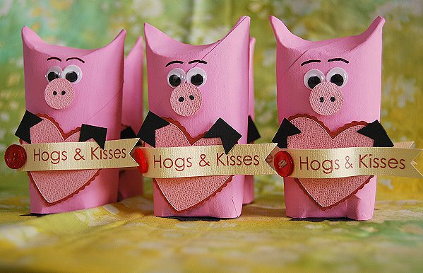 hogs and kisses valentine s gift, crafts, how to, repurposing upcycling, seasonal holiday decor, valentines day ideas