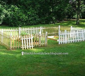 Perfect Fenced Backyard Garden, Container Gardening, Fences, Gardening, How To,  Outdoor Living