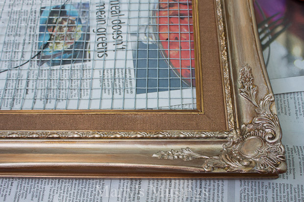 Repurposed frame and chicken wire to earring organizer for Chicken wire craft ideas