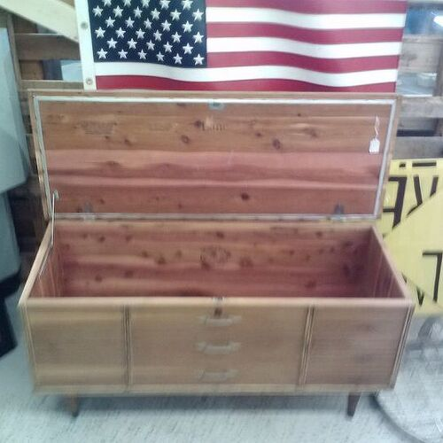 Wonderful Lane hope chest- to paint or not to paint | Hometalk TD21