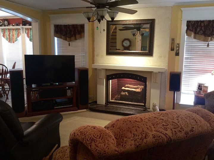 q help us de emphasive our entertainment equipmenent, entertainment rec rooms, living room ideas, Wide view from foyer