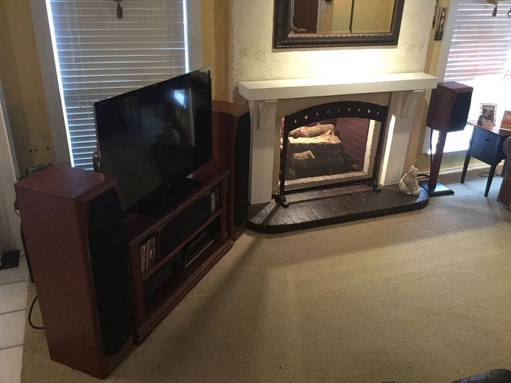 q help us de emphasive our entertainment equipmenent, entertainment rec rooms, living room ideas, View from lower stairs