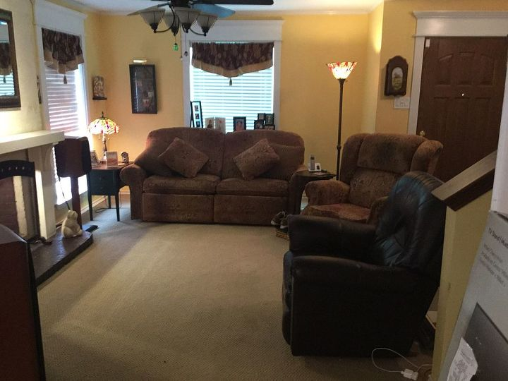 q help us de emphasive our entertainment equipmenent, entertainment rec rooms, living room ideas, View of living room from dining room and past entertainment center