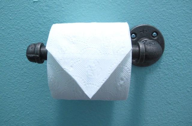 easy industrial toilet paper dispenser, bathroom ideas, how to, plumbing, repurposing upcycling