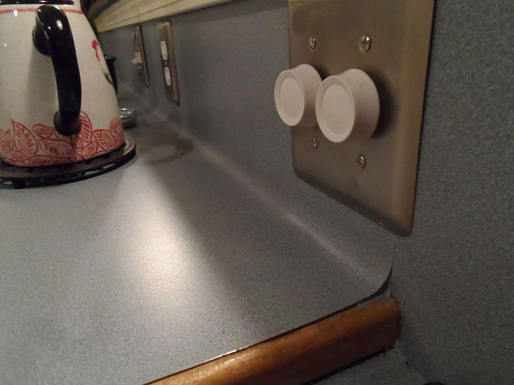 q how to make a back splash on a single formed formica counter top, countertops, home improvement, how to, kitchen backsplash, kitchen design, One continuous piece