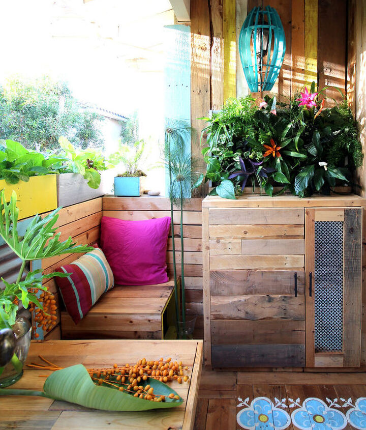 trpical pallet paradise a renters remodel story, flowers, gardening, home improvement, outdoor living, painted furniture, pallet, repurposing upcycling