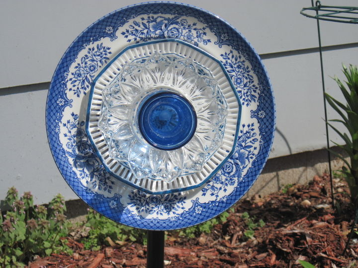 dinner plate garden stake, crafts, gardening, outdoor living, repurposing upcycling