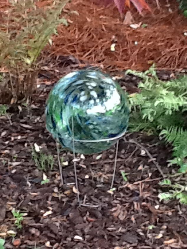 Repurposed Tomatoe Cage To Stand For Gazing Ball | Hometalk