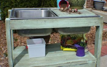 How You Can Make This Awesome $5 Garden Potting Stand!