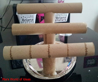 Diy paper towel roll jewelry holder hometalk for Diy paper towel roll crafts