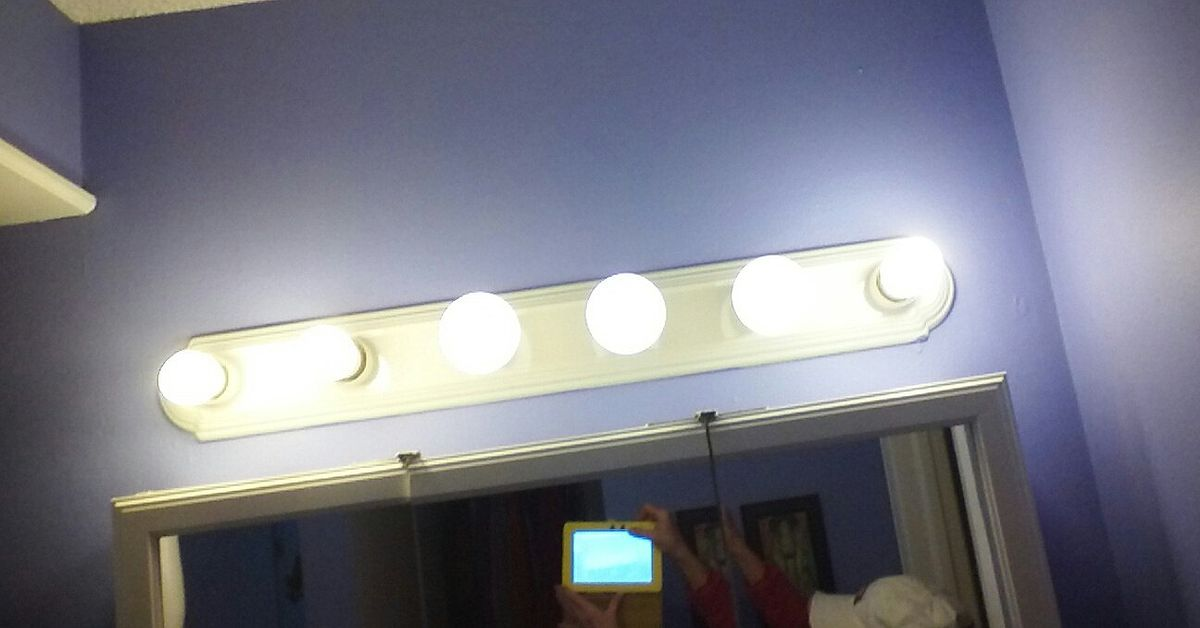 update hollywood bathroom lights what to do to update a six bulb vanity light hometalk 21170