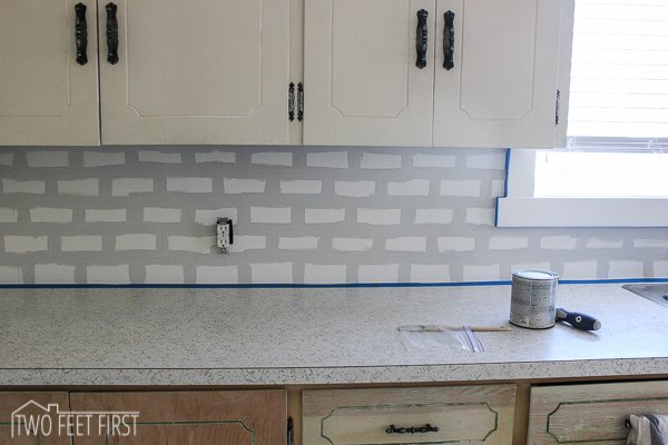 Diy cheap subway tile backsplash hometalk for Cheap kitchen backsplash ideas pictures