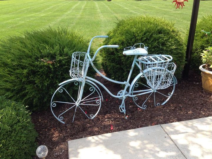 repurposed bicycle to garden planter, container gardening, flowers, gardening, repurposing upcycling