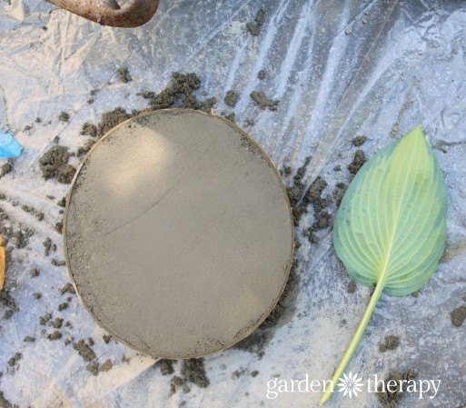 leaf print concrete stepping stones, concrete masonry, gardening, how to