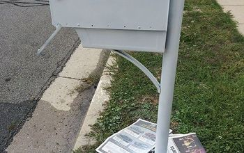 How to Spray Paint a Mailbox