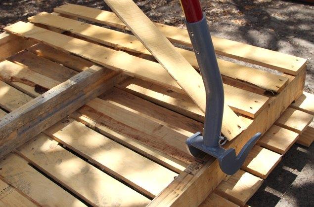 Diy Stenciled Pallet Wood Floor Doormat Project Hometalk