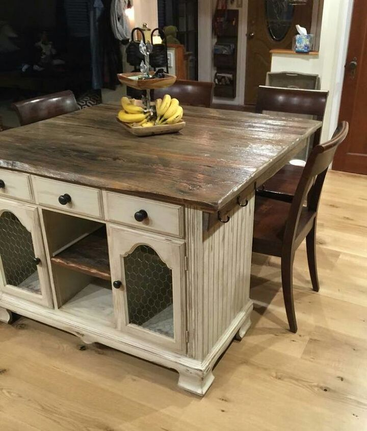 to this gorgeous rustic kitchen island!!!