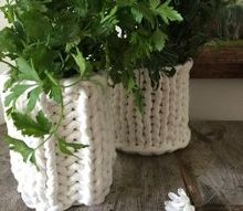 hand knit a can cozy for a sweet vase, container gardening, crafts, gardening, repurposing upcycling