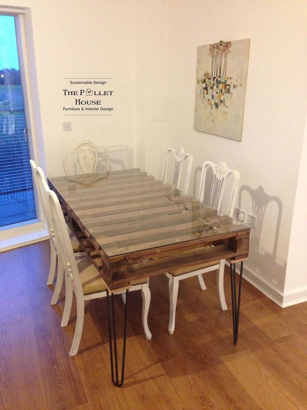 https://cdn-fastly.hometalk.com/media/2015/06/28/2902929/dining-room-table-made-of-salvage-pallet-diy-how-to-painted-furniture.jpg?size=634x922&nocrop=1