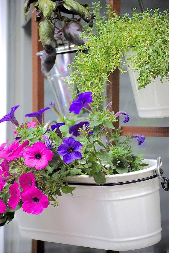 make a vertical garden in 3 easy steps, container gardening, flowers, gardening