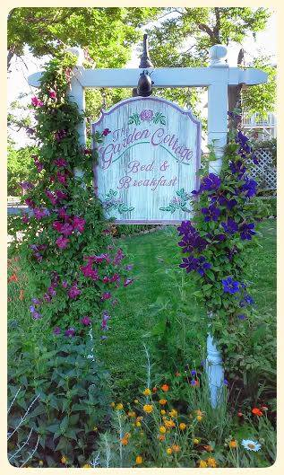 flowers for curb appeal, curb appeal, flowers, gardening