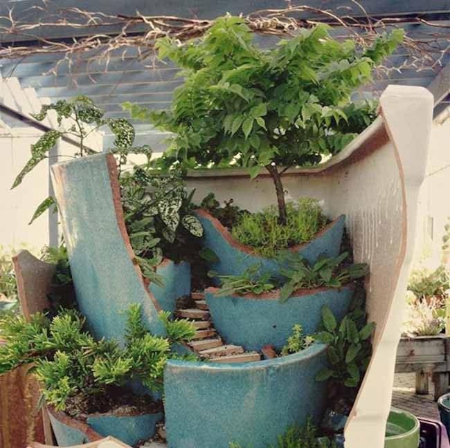 Diy Ideas To Use Broken Pots In Garden Flowers Gardening Landscape Repurposing