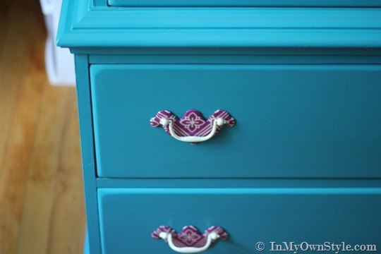 Project via [url=http://inmyownstyle.com/2012/08/how-to-update-brass-drawer-pulls.html]In My Own Style[/url]